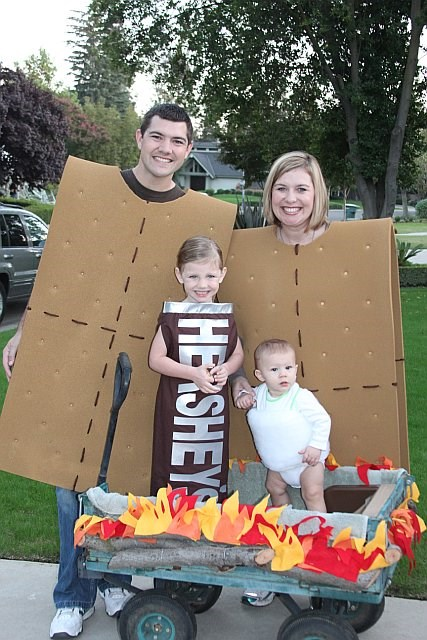 Family S'mores Costume