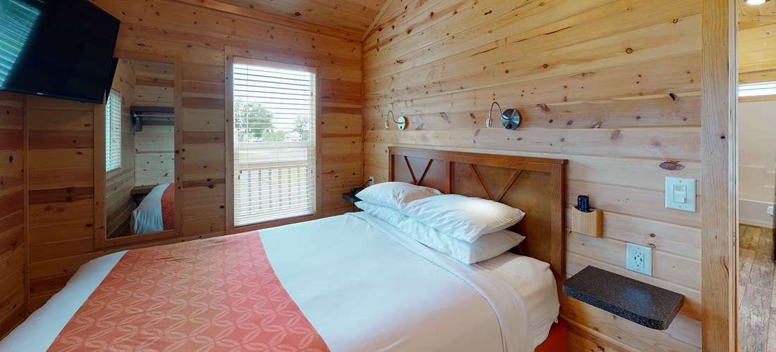 Deluxe Cabin Bedroom - Queen