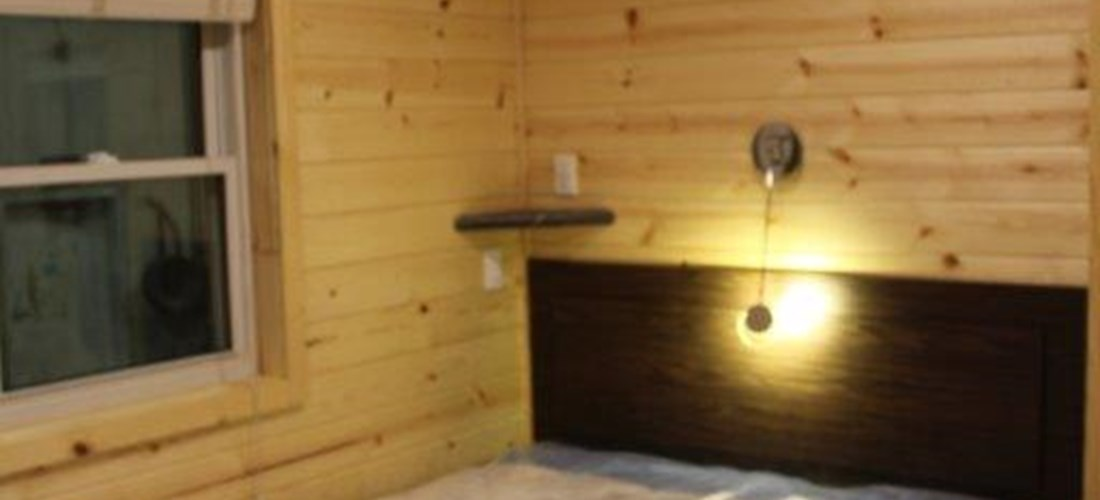 New/nouvelle deluxe cabin for/pour 6 queen bed/lit