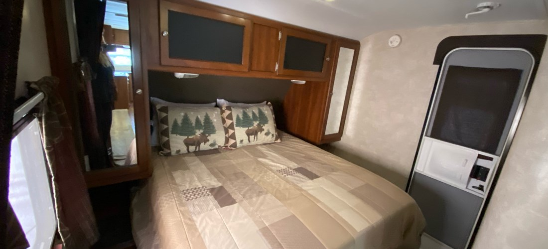 rv rental bedroom