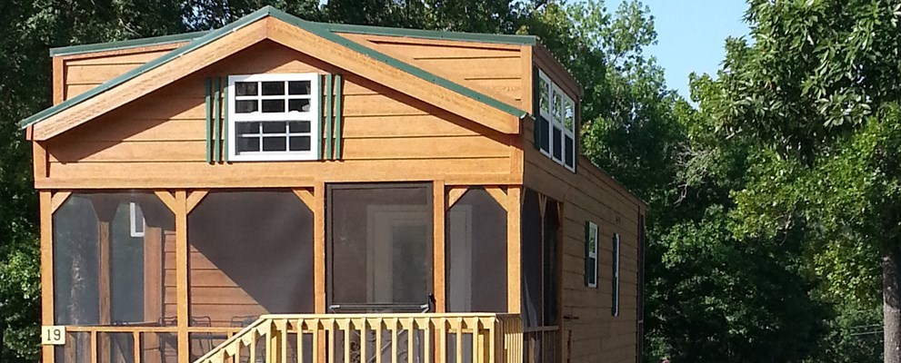 Screened Porch Lodge with Patio