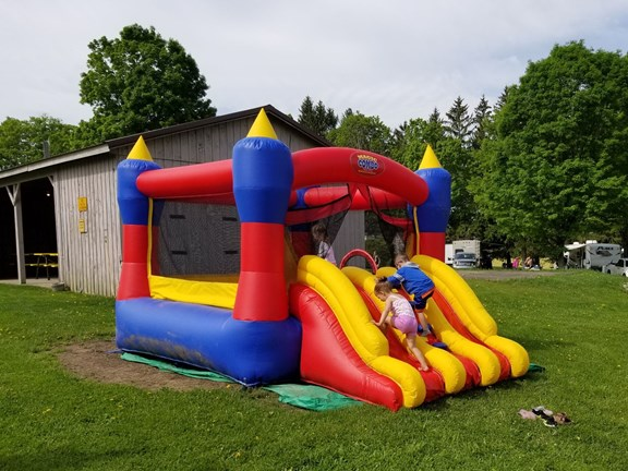 Bounce House   Ages 3-11