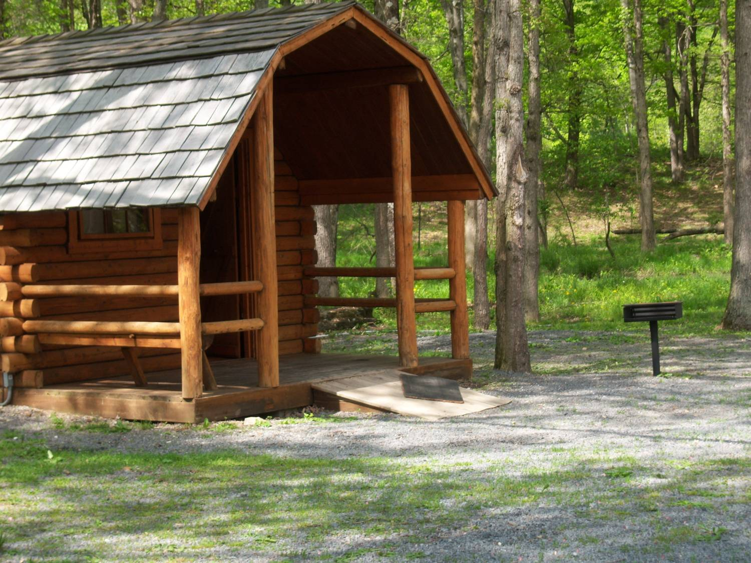 of pa mountains getaway lodging pocono log beltzville lake for cabins in home usa rent