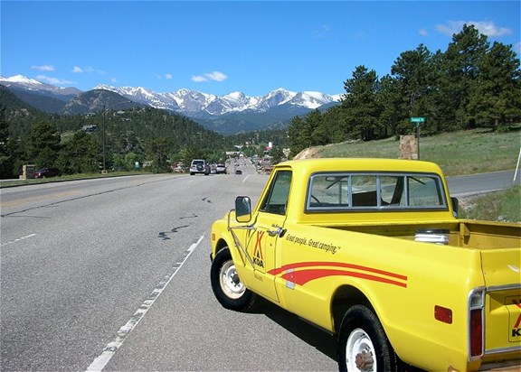Convenient location -- 1.5 miles to downtown Estes Park, 5 miles to Rocky Mountain National Park