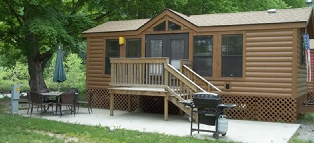 Deluxe Cabin creek-side Pet Friendly exterior