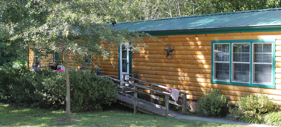 Kamping Lodge with front porch