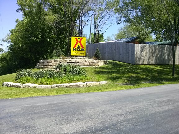 Kansas City East KOA - Entrance