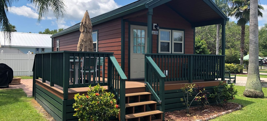 Deluxe Cabin w/ Front Porch