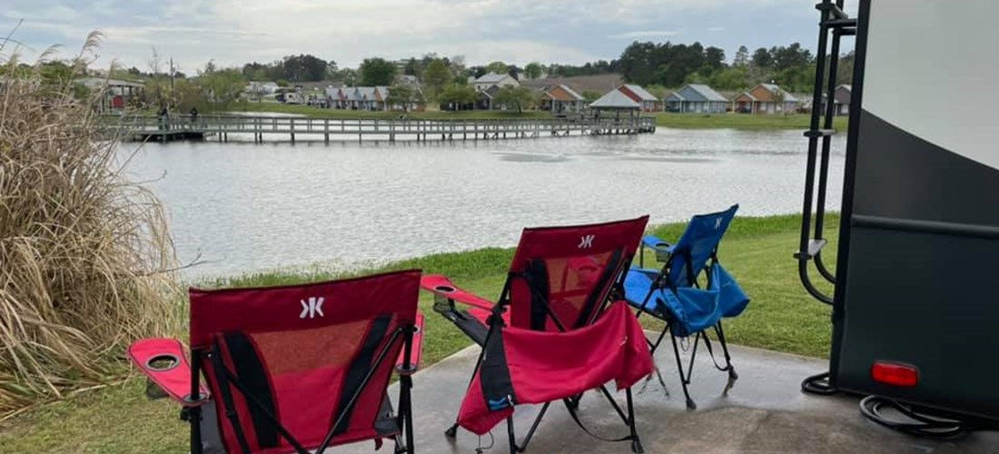 Relax off the rear of your site with one of our lakeside sites!
