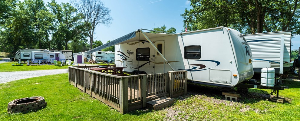 This is our Rental Camper on site P4. Really nice location as it is close to the Volleyball court, swimming lake, washrooms, and laundry rooms.