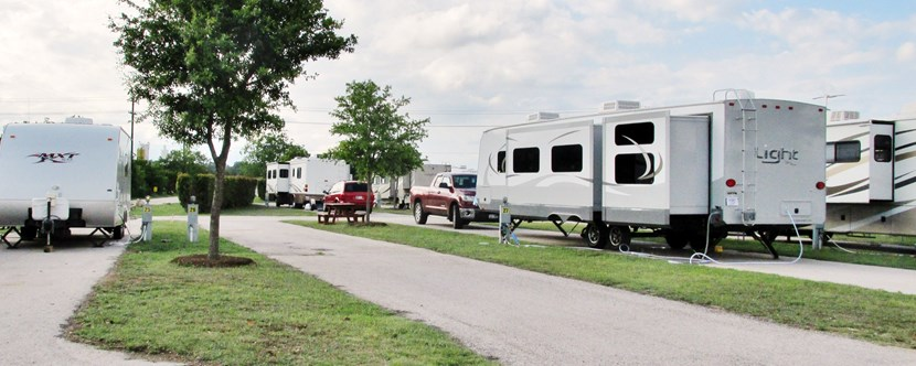 100' Pull-Thru RV Site