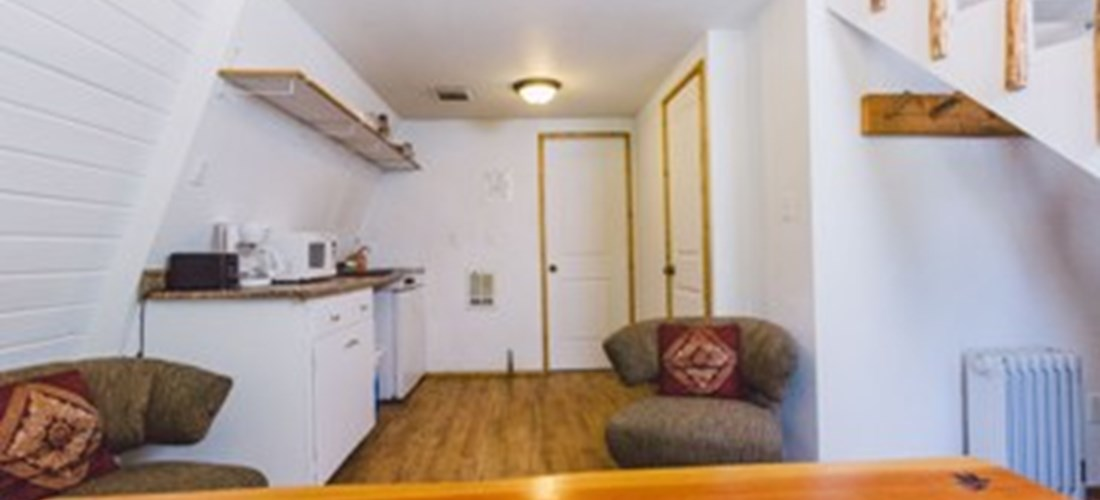 Lake View Cabin (1-4) - Dining and Kitchenette