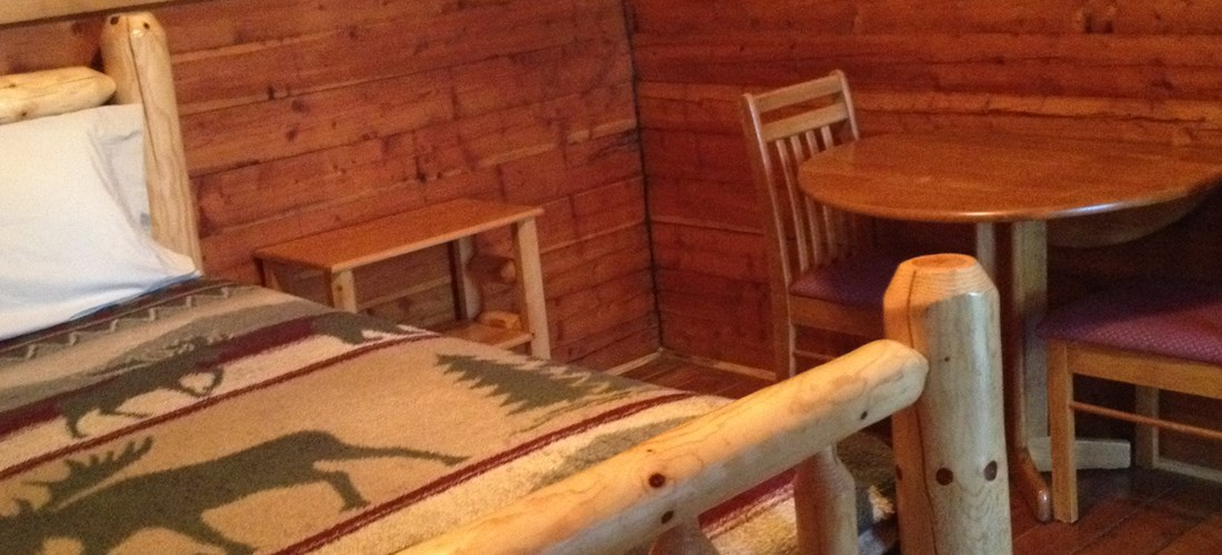 Couples Camp Cabin Table/Chairs