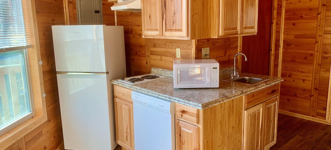 Kitchen, with dishwasher and ice-maker in full refrigerator!