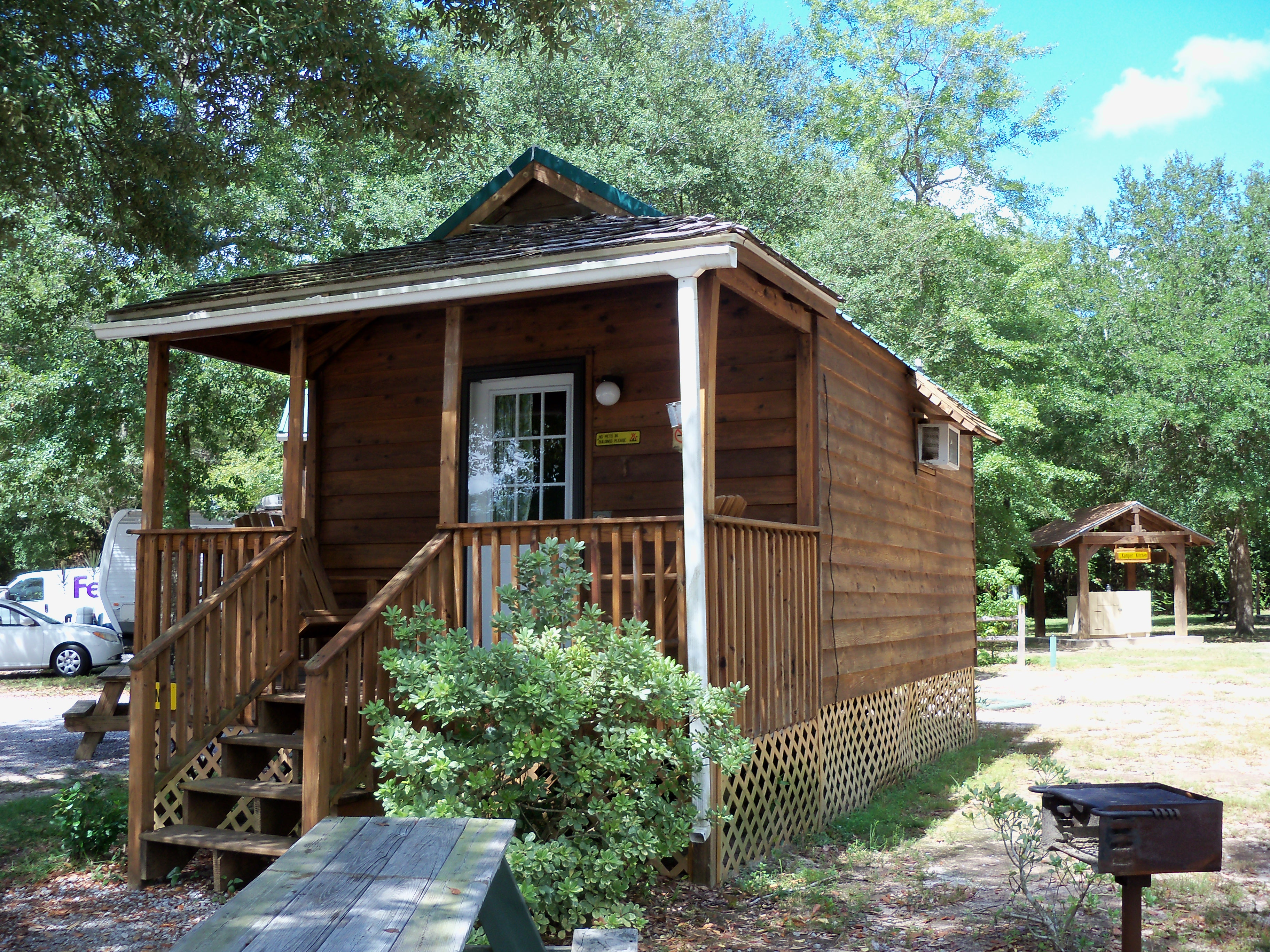 to accommodate it blue baths cabins cabin ci ridge mountain i in of clouds rentals is county downtown the florida has vacation close fannin guests and bedrooms rental off home aska will road historic