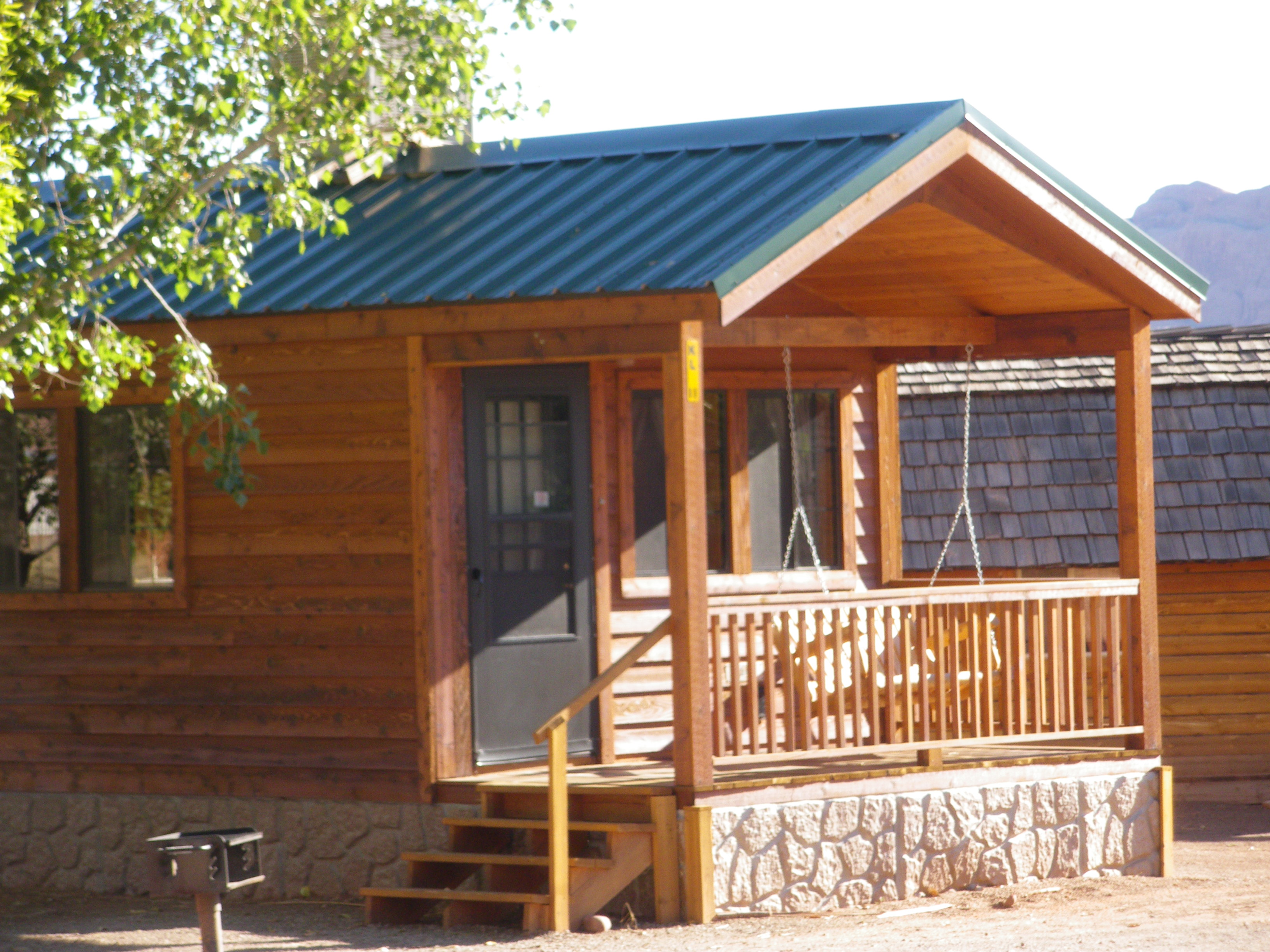 breaks moab cabin bd ut rental cabins vacasa vacation unit in cedar rentals