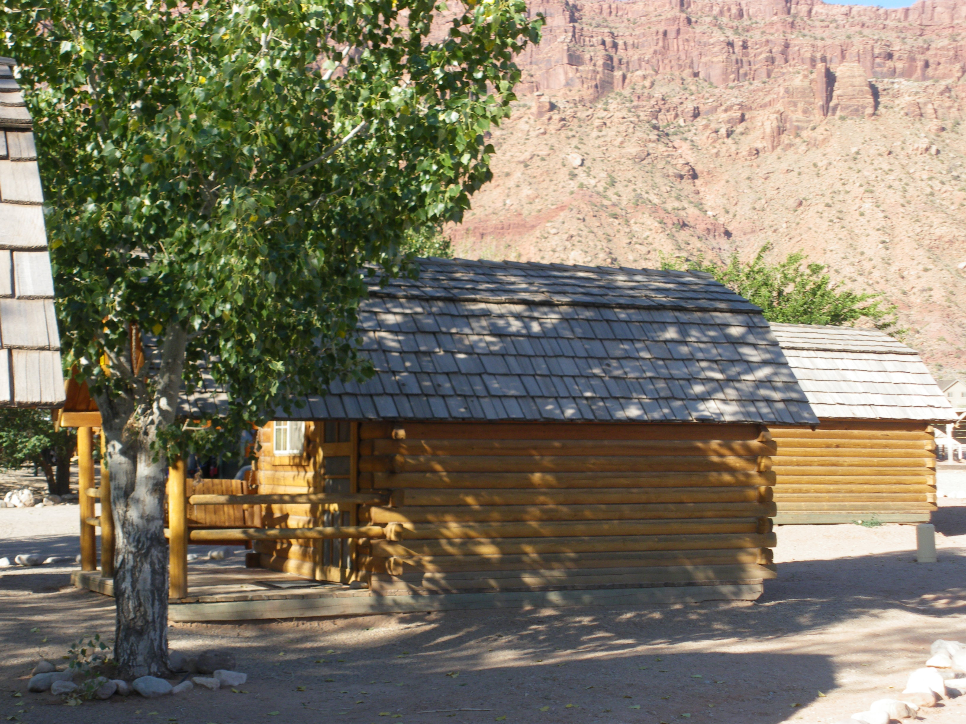 moab walk cottage crazy woman in bath cabin guest houses with cabins shower rentals