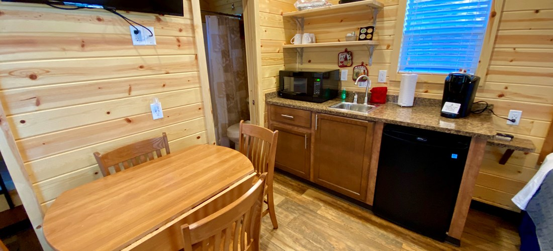 Deluxe Studio (Bunks) Kitchen/Dining Room