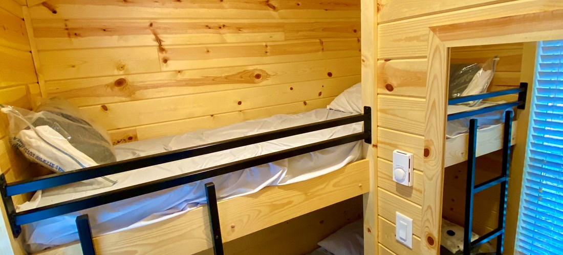 Deluxe Studio (Bunks) Bunk Room