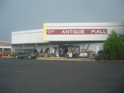 Antiques and Shopping nearby
