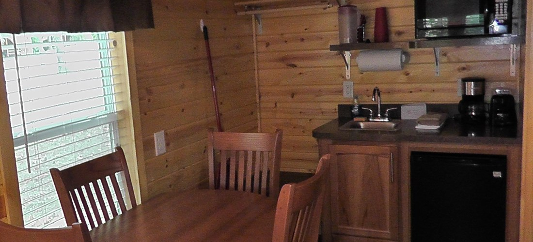 Deluxe Cabin (Studio) Dining/kitchenette