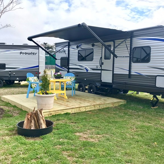 RV Rental with patio