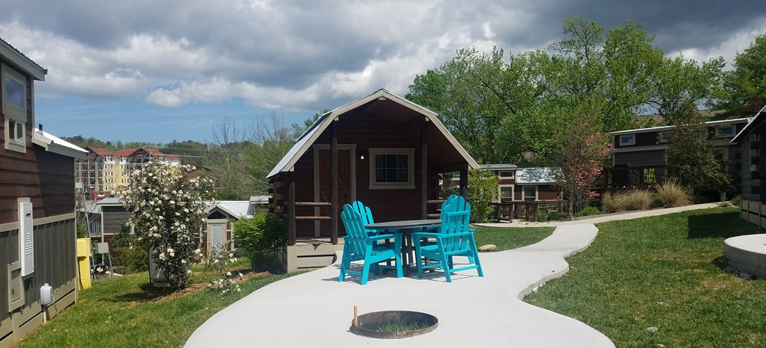 Deluxe Camping Cabin patio Patriot Park