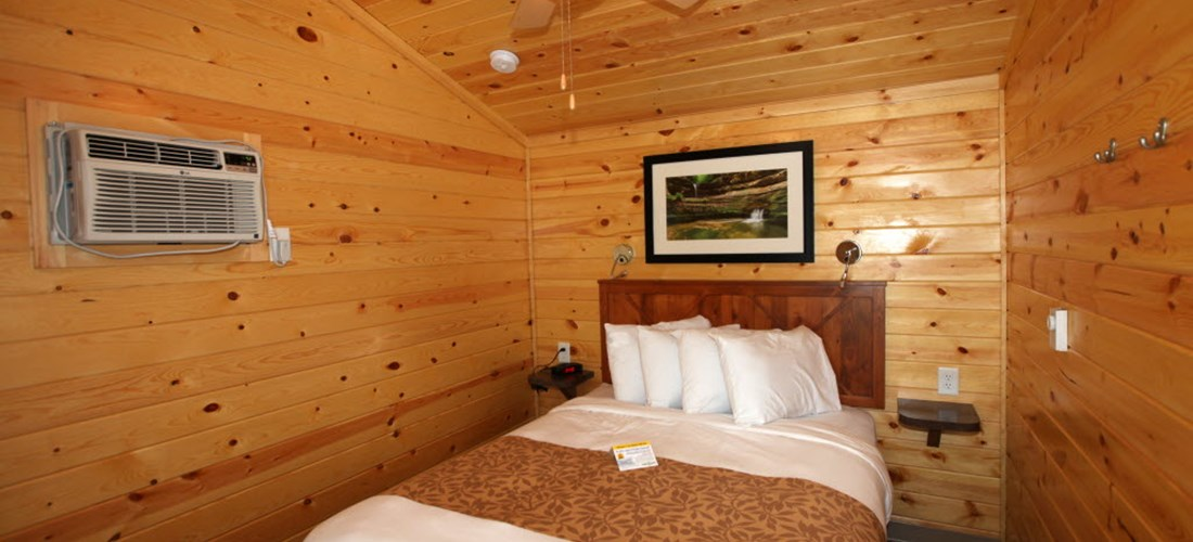 Deluxe Cabin bedroom
