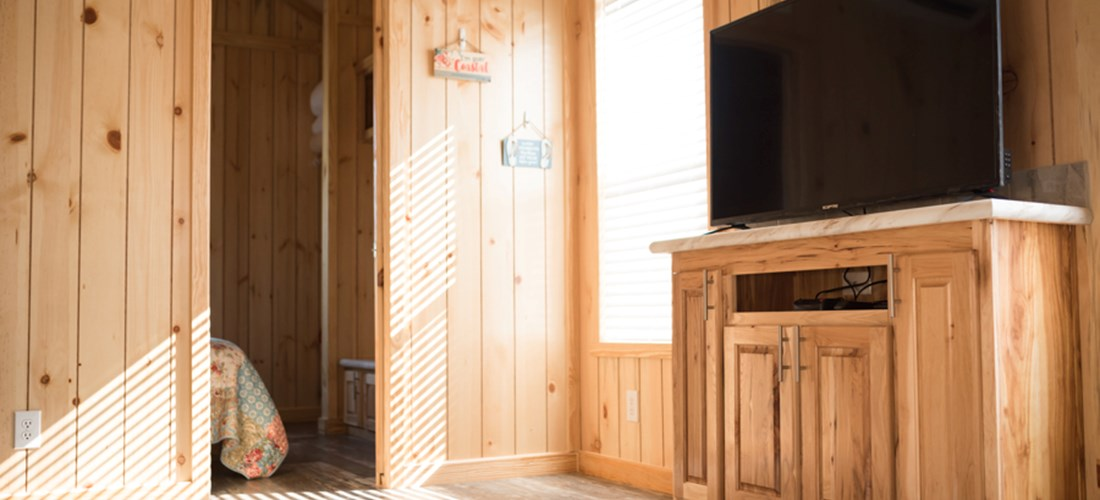 Deluxe cabin comes with a flat screen tv  and connected to an antenna for local channels