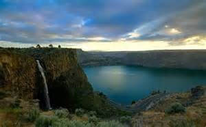 Lake Billy Chinook (6 miles)