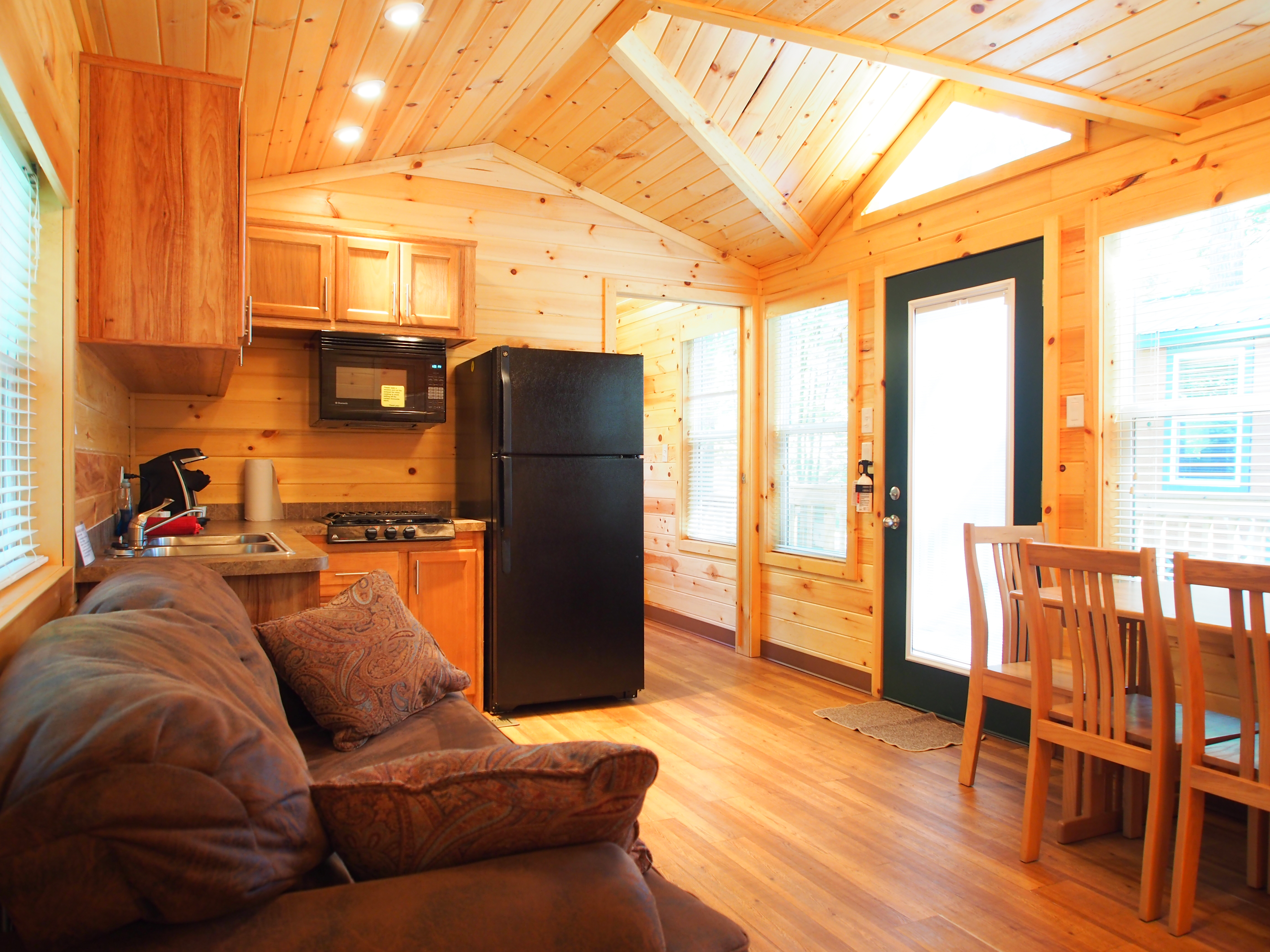 Saco Maine Cabin Ac modations
