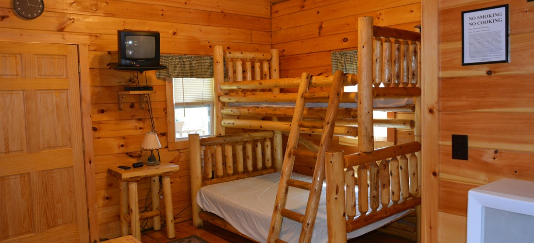 Double bed and bunk in Cottage
