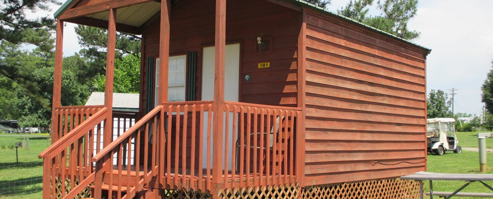 Cabin (w/Bathroom), sleeps 4