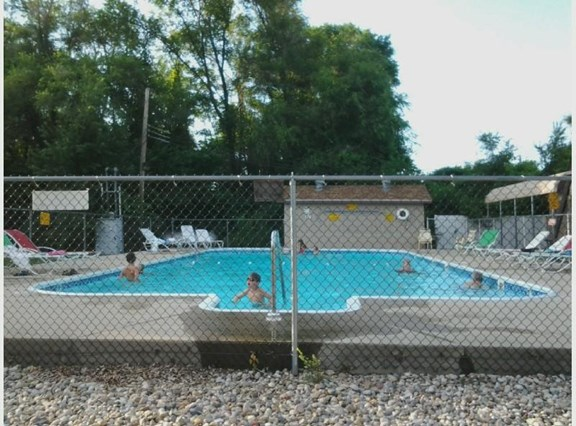 Pool (Memorial Day to Labor Day)