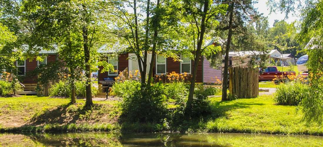 Deluxe Cabin on the Water - Sleeps 6