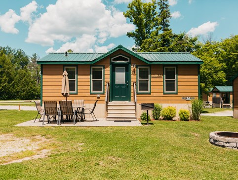 Weekday Deluxe Cabin Deal - Columbia Photo