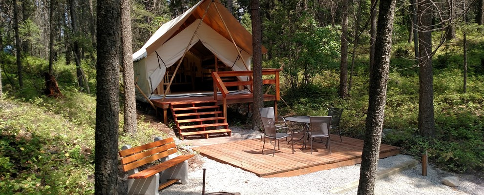Glamping with fire ring & patio furniture