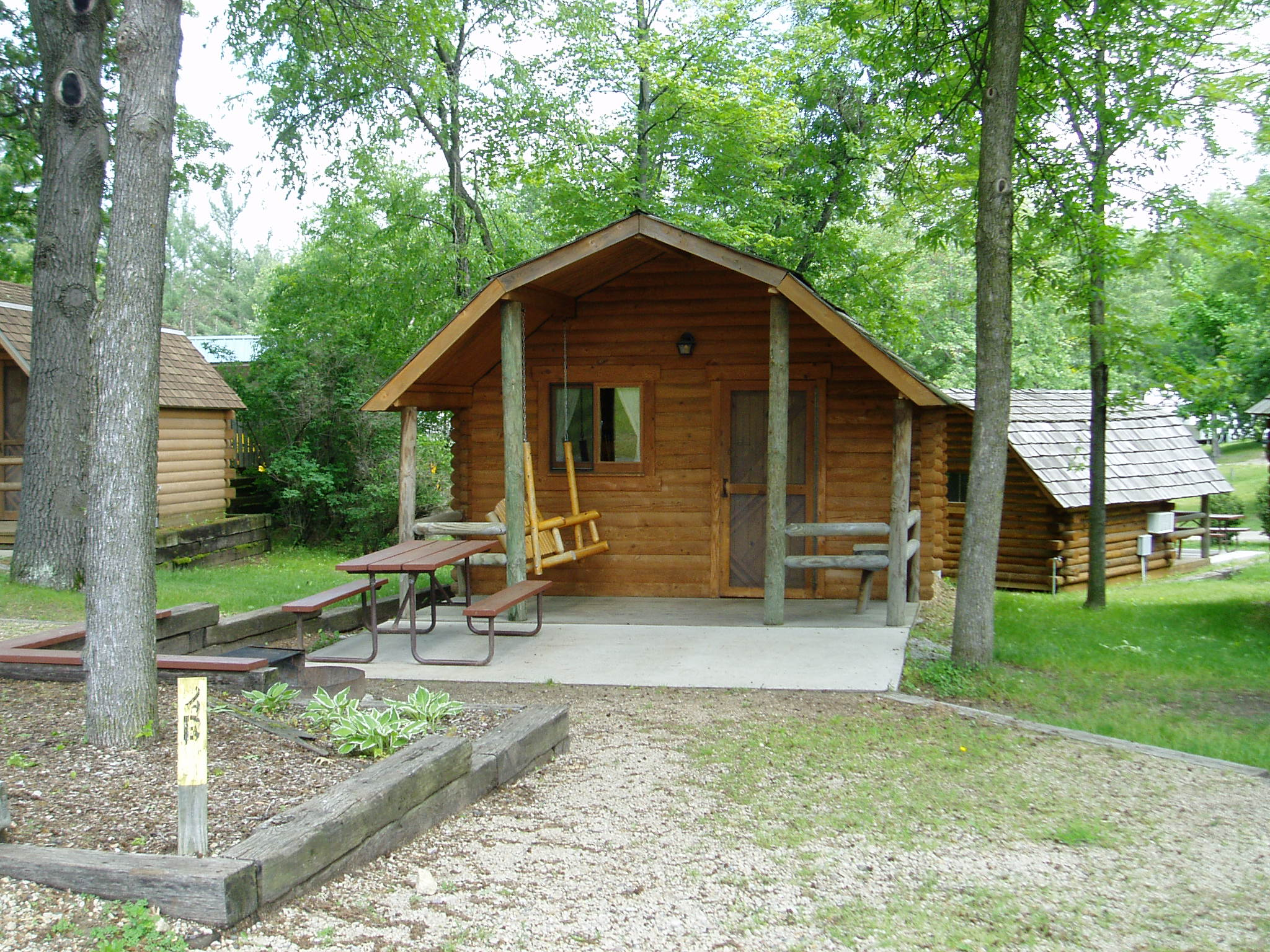 wisconsin cabin cabins pool a comfortable dells with camping midwest near baraboo shared unitedstatesofamerica