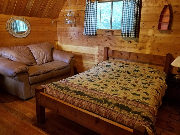 COUPLES CABIN!