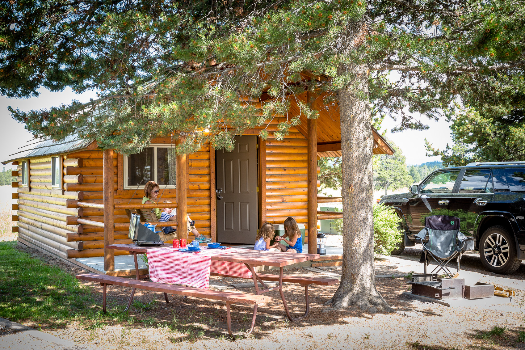 park rentals holidays holiday cn inger of iha cabin lettings your with the in walk for landscapes cabins national yellowstone cc